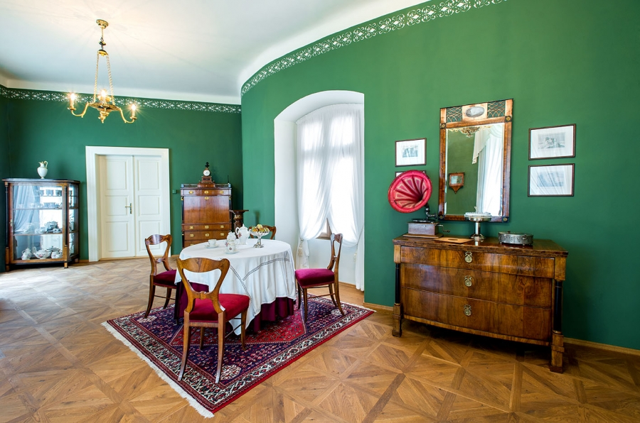 Roztoky u Prahy, muzeum, zámek, nová expozice letní letovisko, interiéry, byty, výstava 2014